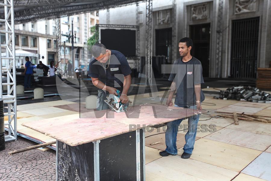 SAO PAULO, SP, 30 DE DEZEMBRO 2012 - Preparativos para a posse do prefeito eleito de São Paulo, Fernando Haddad neste domingo (30), em frente a prefeitura no Viaduto do Chá, em São Paulo (SP). A posse está marcada para a quarta-feira (1).FOTO: VANESSA CARVALHO - BRAZIL PHOTO PRESS.
