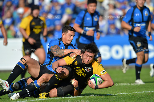 (L to R)   Sonny Bill Williams (Wild Knights), Shinya Makabe (Sungoliath),.OCTOBER 20, 2012 - Rugby : Japan Rugby Top League 2012-2013, 7th Sec match between Suntory Sungoliath 34-20 Panasonic Wild Knights at Chichibunomiya Rugby Stadium, Tokyo, Japan. (Photo by Jun Tsukida/AFLO SPORT) [0003].
