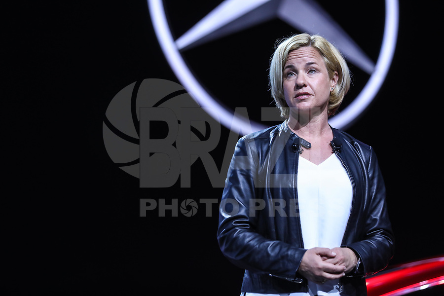 NEW YORK, EUA, 12.04.2017 - AUTOMÓVEL-NEW YORK -  Britta Seeger presidente de marketing da Mercedes Bens fala durante o New York Internacional Auto Show no Javits Center na cidade de New York nesta quarta-feira, 12. O evento é aberto ao público do dia 14 à 23 de abril de 2017  (Foto: Vanessa Carvalho/Brazil Photo Press)
