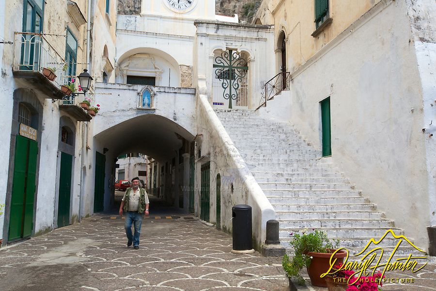 Alfonso and Italian artist in courtyard in Atrani Italy