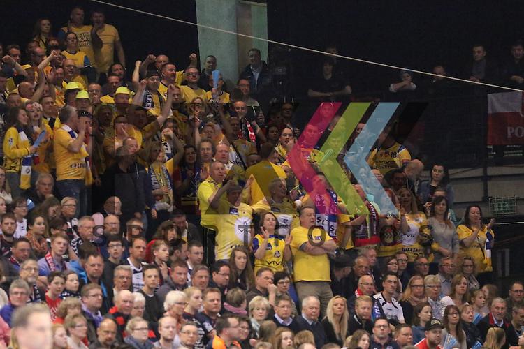 Flensburg, 23.04.16, Sport, Handball, VELUX EHF Champions League, Viertelfinale, SG Flensburg-Handewitt - KS Vive Tauron Kielce : Fans von Kielce<br /> <br /> <br /> Foto &copy; PIX-Sportfotos *** Foto ist honorarpflichtig! *** Auf Anfrage in hoeherer Qualitaet/Aufloesung. Belegexemplar erbeten. Veroeffentlichung ausschliesslich fuer journalistisch-publizistische Zwecke. For editorial use only.
