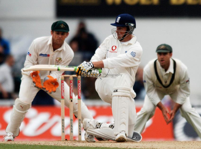 Photo: Glyn Thomas..England v Australia. nPower Test Series. The Ashes 2005..11/09/2005..England's Marcus Trescothick (C).
