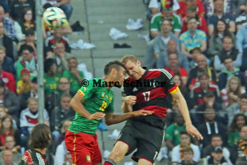 Eric-Maxim Choupo-Moting (CAM) gegen Per Mertesacker (D) - Deutschland vs. Kamerun, Mönchengladbach
