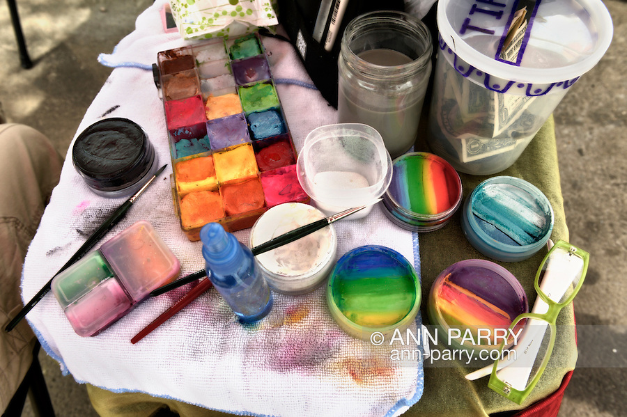 Brooklyn, New York, USA. 10th August 2013. Makeup used to paint designs on visitors during the 3rd Annual Coney Island History Day celebration.