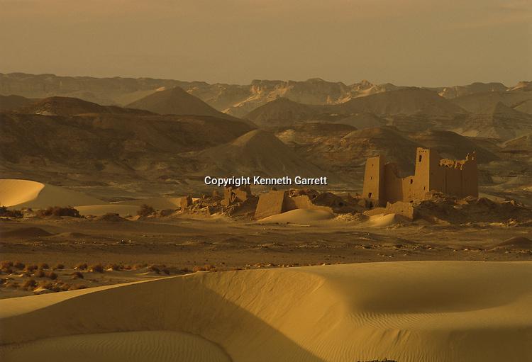 Dabadib; Roman fort; Darb el-Arbaein, trade route, Egypt; Archaeologist; Salima Ikram; Kharga Oasis;Ancient Cultures; mm7195; Desert; Oasis
