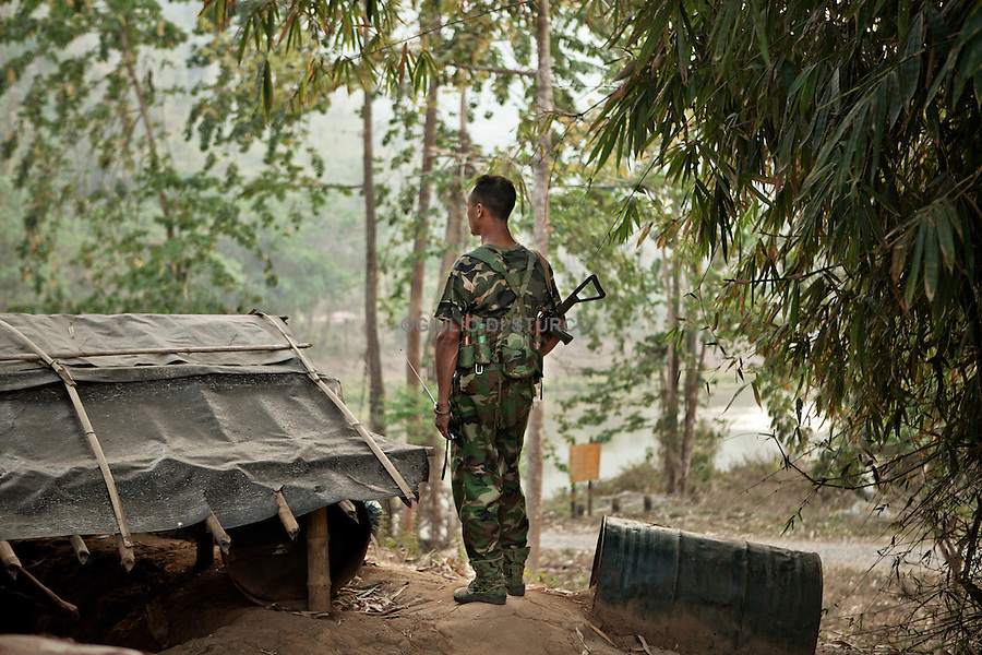 Soldier at the La Ja Yang frontline petroling the aerea, March 2012