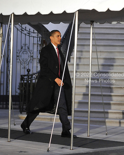 Washington, D.C. - February 5, 2009 -- United States President Barack Obama departs the South Lawn of the White House in Washington, D.C. aboard Marine 1 en route to Williamsburg, Virginia to make remarks at the House Democrats Issues Conference on Thursday, February 5, 2009.  This is Obama's first trip aboard Marine 1 as President ..Credit: Ron Sachs / Pool via CNP