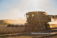 63801-07313 Soybean harvest with John Deere combine in Marion Co. IL