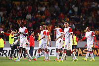 MORELIA - MEXICO -28 -01-2014: Los jugadores de Independiente Santa Fe de Colombia, se retiran al termino del primer tiempo durante partido por la primera fase, llave G5 de la Copa Libertadores en el estadio Morelos de la ciudad de Morelia. / The players  of Independiente Santa Fe of Colombia leave the field at the end of the first time during a match for the first phase, g5 key of the Copa Bridgestone Libertadores in Morelos stadium in Morelia city, Photo: VizzorImage  / Manuel Velasquez / Jam Media / Cont