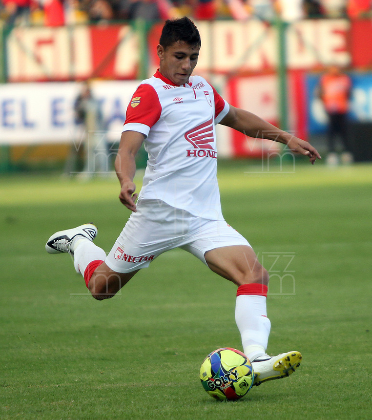 BOGOTA -COLOMBIA. 01-02-2014.  Juan Roa en accion de juego entre  los equipos Fortaleza FC y El Independiente Santa Fe   durante el partido por la segunda fecha de La liga Postobon 1 disputado en el estadio de Techo. / Juan  Roa  in action game between teams Fortaleza FC and Independiente Santa Fe during the match for the second date of the Postobon one league match at the Techo  stadium .Photo: VizzorImage/ Felipe Caicedo / Staff