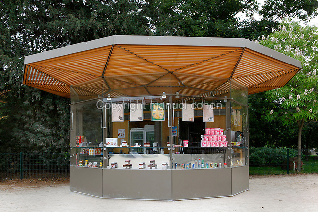 Kiosque Valhubert (Valhubert shopping kiosk), Jardin des Plantes, Paris, 5th arrondissement, France. Founded in 1626 by Guy de La Brosse, Louis XIII's physician, the Jardin des Plantes, originally known as the Jardin du Roi, opened to the public in 1640. It became the Museum National d'Histoire Naturelle in 1793 during the French Revolution. Picture by Manuel Cohen