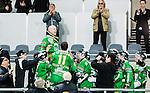 Stockholm 2015-03-14 Bandy Bronsmatch Hammarby IF - Villa Lidk&ouml;ping BK :  <br /> Hammarbys Stefan Erixon hyllas av lagkamrater efter matchen mellan Hammarby IF och Villa Lidk&ouml;ping BK <br /> (Foto: Kenta J&ouml;nsson) Nyckelord:  Tele2 Arena SM Brons Bronsmatch Tredjepris herr herrar Hammarby HIF Bajen Villa Lidk&ouml;ping VLBK jubel gl&auml;dje lycka glad happy