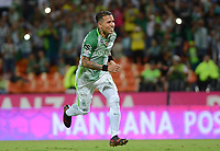 MEDELLIN- COLOMBIA - 2 - 12 - 2017:Dayro Moreno,jugador de Atlético Nacional, celebra el gol anotado al Deportes Tolima , durante partido de vuelta de los cuartos de final entre Atlético Nacional  y Deportes Tolima, de la Liga Aguila II 2017, en el estadio Atanasio Girardot de la ciudad de Medellín. / Dayro Moreno, player of Atletico Nacional, celebrates a goal scoring to Deportes Tolima, during a match between Atletico Nacional and Depores Tolma , of the quarter of finals for the Liga Aguila II 2017 at the Atanasio Girardot Stadium  in Medellin city. Photo: VizzorImage  / León Monsalve / Contribuidor