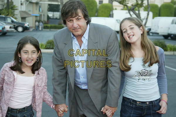STEVEN BRILL (DIRECTOR) & DAUGHTERS JORDAN & LINDSAY.At 'Without A Paddle' World Premiere held at Paramount Pictures. Hollywood, CA, USA.August16, 2004.half length, father, family, holding hands, braces.www.capitalpictures.com.sales@capitalpictures.com.© 2004 by Charles Harris.