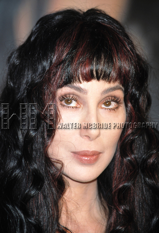 Cher.NOVEMBER 13, 1998.PROMOTING BELIEVE AND THE FIRST TIME.BARNES AND NOBLE BOOK STORE.NEW YORK CITY.CREDIT ALL USES