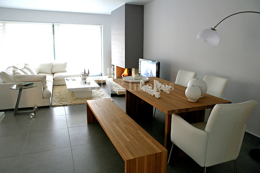 Adreadis apartment is on the second floor of a luxury housing complex in the area of Alimos in GREECE. The location is truly privileged, combining direct access to the heart of Athens with a breathtaking view of the sea.