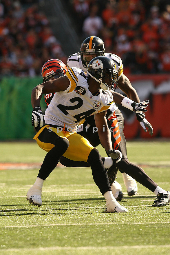 IKE TAYLOR, of the Pittsburgh Steelers, in action during the Steelers games against the Cincinnati Bengals, in Cincinnati, Ohio on October 28, 2007.  ..The Steeler won the game 24-13...COPYRIGHT / SPORTPICS..........