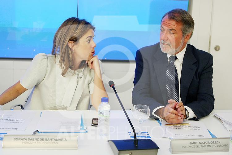 Soraya Saenz de Santa Maria (i) y Jaime Mayor Oreja durante el Comite Ejecutivo Nacional del PP..(ALTERPHOTOS/Acero).