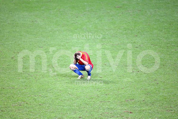 Fussball  12. FIFA U17 Weltmeisterschaft in Korea     Finale Spanien - Nigeria Spain vs. Nigeria Daniel AQUINO (ESP) sitzt enttaeuscht auf dem Rasen.