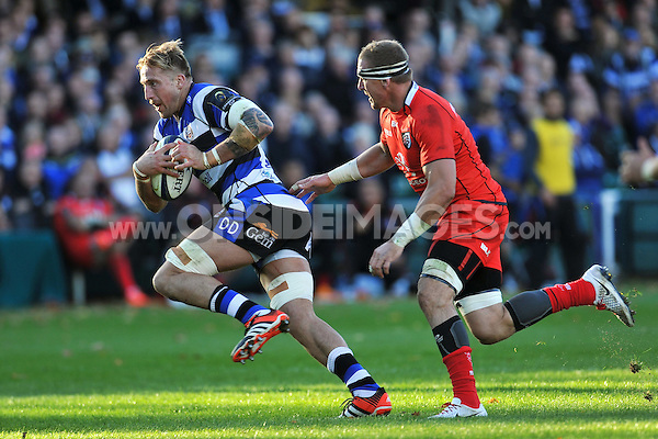 Dominic Day goes on the attack. European Rugby Champions Cup match, between Bath Rugby and Toulouse on October 25, 2014 at the Recreation Ground in Bath, England. Photo by: Patrick Khachfe / Onside Images
