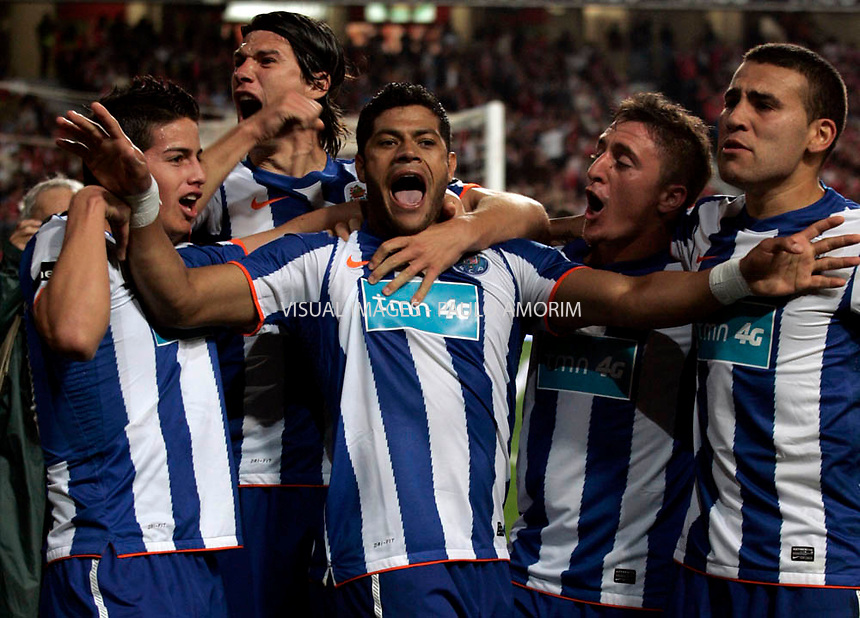FC Porto's players celebrates with Hulk (C) from Brazil the victory against SL Benfica  during their Portugal Cup  football match at Luz Stadium in Lisbon, on April 20, 2011. -  Porto 3 vc 1 Benfica.