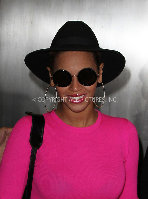 WWW.ACEPIXS.COM . . . . .  ....March 29 2012, New York City....Singer Beyonce leaves her Midtown office on March 29 2012 in New York City....Please byline: Zelig Shaul - ACE PICTURES.... *** ***..Ace Pictures, Inc:  ..Philip Vaughan (212) 243-8787 or (646) 769 0430..e-mail: info@acepixs.com..web: http://www.acepixs.com