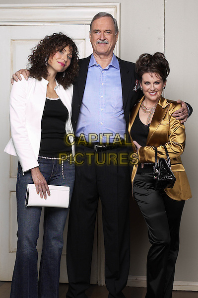 "MINIE DRIVER, JOHN CLEESE & MEGAN MULLALLY.in Will & Grace.""Flip-Flop: Part One"" .*Editorial Use Only*.www.capitalpictures.com.sales@capitalpictures.com.Supplied by Capital Pictures."