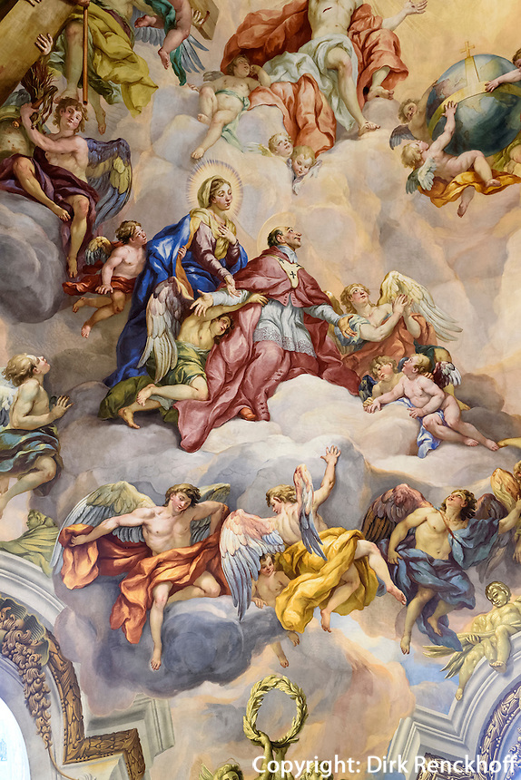 Barocke Bemalung der Kuppel der Karlskirche gemalt von Michael Rottmayer 1724-1729, Wien, &Ouml;sterreich, UNESCO-Weltkulturerbe<br /> Baroque Mural of the dome of Charles church painted by Michael Rottmayer 1724-1729 , Vienna, Austria, world heritage