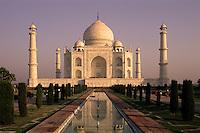 India, Uttar Pradesh, Agra: Taj Mahal at sunrise | Indien, Uttar Pradesh, Agra: Taj Mahal bei Sonnenaufgang
