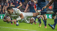 Twickenham, United Kingdom.  Ben TE'O, flying into touch down, during the  RBS. Six Nations : England   vs France  at the  RFU Stadium, Twickenham, England, <br /> <br /> Saturday  04/02/2017<br /> <br /> [Mandatory Credit; Peter Spurrier/Intersport-images]