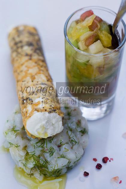 Europe/France/Languedoc-Roussillon/30/Gard/Saint-Siffret: Tartare de tomate, Carpaccio de Saint Jacques, glace à l'huile d'Olive du Moulin Paradis recette du restaurant l'Authentique