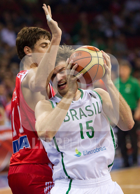 02.09.2010, Abdi Ipekci Arena, Istanbul, TUR, 2010 FIBA World Championship, Brasil vs Croatia, im Bild Ante Tomic of Croatia vs Tiago Splitter of Brasil during  the Preliminary Round - Group B basketball match between National teams of Brasil and Croatia. EXPA Pictures © 2010, PhotoCredit: EXPA/ Sportida/ Vid Ponikvar *** ATTENTION *** SLOVENIA OUT!