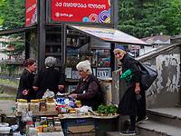 Straßenhändler in Tschiatura, Imeretien - Imereti;, Georgien, Europa<br /> streetvendor in Tschiatura,  Inereti,  Georgia, Europe