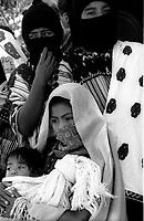 """Messico, Chiapas, Oventic 2003.Donne durante i festeggiamenti per la nascita dei """"Caracoles"""".Mexico, Chiapas, Oventic 2003.Women during the celebration of the birth of the """"Caracoles"""""""