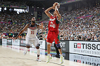 USA's Andre Drummond (l) and Mexico's Orlando Mendez during 2014 FIBA Basketball World Cup Round of 16 match.September 6,2014.(ALTERPHOTOS/Acero)
