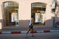 Asie/Israel/Tel-Aviv-Jaffa: joggeur dans le quartier Neve Zedec