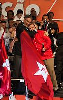 BELO HORIZONTE, MG, 14.02.2014 - 34 ANOS PT - BELO HORIZONTE - O ex-presidente Luiz Inácio Lula da Silva (de vermelho), e o ex- ministro e pré-candidato ao governo de Minas Gerais, Fernando Pimentel, durante evento com lideranças do Estado e a militância do Partido dos Trabalhadores, no Ginásio do Colégio Pio XII, em Belo Horizonte, nesta sexta-feira. O megaevento, que também marca o aniversário de 34 anos do partido, tem o objetivo de apresentar a caravana que Pimentel pretende fazer por cidades de todas as regiões do estado, antes do lançamento oficial de sua candidatura. (Foto: Sergio Falci / Brazil Photo Press).
