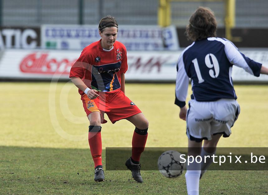 Rassing Harelbeke  - Oud Heverlee Leuven OHL : Veerle Van Der Motte aandachtig.Foto David Catry / vrouwenteam.be / loft6.be