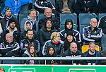 Solna 2014-05-05 Fotboll Allsvenskan AIK - Helsingborgs IF :  <br /> AIK:s Panajotis Dimitriadis (tv&aring;a fr&aring;n v&auml;nster i mittenraden) sitter p&aring; l&auml;ktaren bredvid AIK:s Sam Lundholm under matchen <br /> (Foto: Kenta J&ouml;nsson) Nyckelord:  Friends Arena AIK Gnaget HeIF HIF Helsingborg skada skadan ont sm&auml;rta injury pain portr&auml;tt portrait