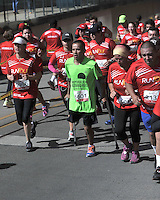 BOGOTA – COLOMBIA – 15-03-2015: Cerca de 10000 atletas participaron en la tercera versión del Avianca RunTour 2015, por las calles de Bogota. Avianca impulsado a promover el atletismo como deporte universal, al tiempo contribuye a la salud de los niños de escasos recursos económicos que requieren atención medica y quirúrgica especializada, es asi como Avianca entrega a la Fundacion Cardio Infantil los dineros recaudados para la dotación de la Unidad de Cuidados Intensivos de Neonatos. / Nearly 10,000 athletes participated in the third version of Avianca RunTour 2015, in the streets of Bogota. Avianca driven to promote athletics as universal sport, while contributing to the health of children of low income who require specialized medical and surgical care, is also Avianca delivery to the Fundacion Cardio Infantil, the monies raised for the endowment of the unit Neonatal Intensive Care. Photo: VizzorImage / Luis Ramirez / Staff.