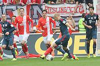 Johannes Geis (Mainz) klaert gegen Arjen Robben (Bayern) - 1. FSV Mainz 05 vs. FC Bayern München, Coface Arena, 26. Spieltag