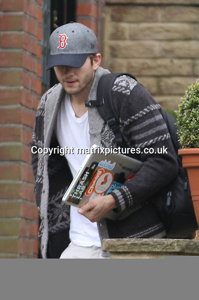NON EXCLUSIVE PICTURE: MATRIXPICTURES.CO.UK.PLEASE CREDIT ALL USES..WORLD RIGHTS..American actor Ashton Kutcher is spotted carrying his Macbook and a can of Coke Zero as he leaves the North London house he is currently staying at today...APRIL 16th 2013..REF: WTX 132502