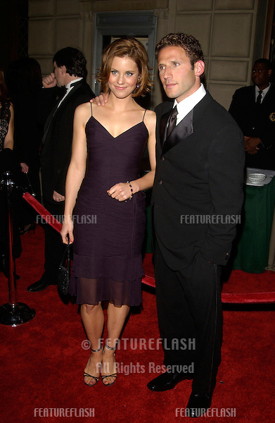 Actress ASHLEY WILLIAMS & actor MARK FEUERSTEIN at the 29th Annual People's Choice Awards in Pasadena..12JAN2003.  © Paul Smith / Featureflash