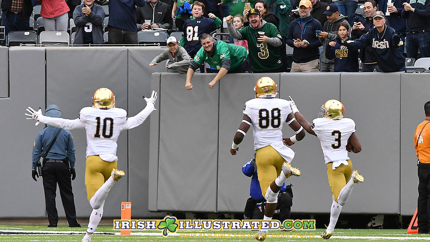 Irish wide receiver C.J. Sanders (3) scores on a kick return in the first quarter.
