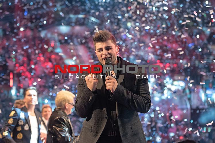 16.05.2015, &Ouml;VB-Arena, Bremen, GER, DSDS sucht den Superstar _ Finale 2015, im Bild<br /> <br /> <br /> DSDS Sieger 2015 #Severino Seeger (27 When I Was Your Man &ndash; Bruno Mars )<br /> <br /> <br /> Foto &copy; nordphoto / Kokenge