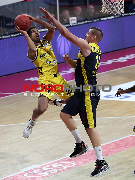 #25 Kenneth Ogbe von Alba Berlin   , #24 Rasid Mahalbasic von Baskets Oldenburg <br /> Basketball, nph0001 1.Bundesliga BBL-Finalturnier 2020.<br /> Halbfinale Spiel 2 am 24.06.2020.<br /> <br /> Alba Berlin vs EWE Baskets Oldenburg <br /> Audi Dome<br /> <br /> Foto: Christina Pahnke / sampics  / POOL / nordphoto<br /> <br /> National and international News-Agencies OUT - Editorial Use ONLY