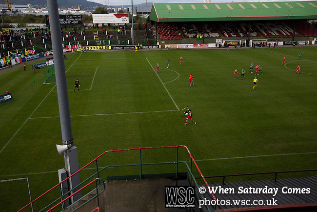 Glentoran 2 Cliftonville 1, 22/10/2016. The Oval, NIFL Premiership. The home team pressing for a winner during the second-half at The Oval, Belfast as Glentoran host city-rivals Cliftonville in an NIFL Premiership match. Glentoran, formed in 1892, have been based at The Oval since their formation and are historically one of Northern Ireland's 'big two' football clubs. They had an unprecendentally bad start to the 2016-17 league campaign, but came from behind to win this fixture 2-1, watched by a crowd of 1872. Photo by Colin McPherson.