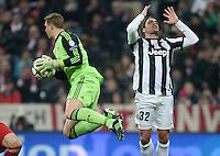 FUSSBALL  CHAMPIONS LEAGUE  VIERTELFINALE  HINSPIEL  2012/2013      FC Bayern Muenchen - Juventus Turin       02.04.2013 Torwart Manuel Neuer (li, FC Bayern Muenchen) rettet vor Alessandro Matri (re, Juventus Turin)