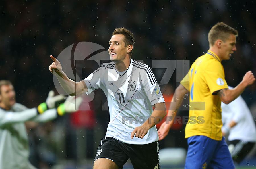 BERLIN, ALEMANHA, 16 OUTUBRO 2012 - ELIMINATORIAS DA COPA DO MUNDO DE 2014 - ALEMANHA X SUECIA - Miroslav Klose da Alemanha comemora seu gol em partida contra a Suecia, em jogo valido pelas eliminatorias europeias para a Copa do Mundo de 2014 que sera disputada no Brasil. Nesta terca-feira, em Berlin capital da Alemanha. (FOTO: PIXATHLON / BRAZIL PHOTO PRESS).