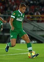 BOGOTA- COLOMBIA -15 -02-2014: Gustavo Cuellar, mediocampista de Deportivo Cali durante partido de la quinta fecha de la Liga Postobon I 2014, jugado en el Nemesio Camacho El Campin de la ciudad de Bogota. / Gustavo Cuellar, midfielder of Deportivo Cali during a match for the fifth date of the Liga Postobon I 2014 at the Nemesio Camacho El Campin Stadium in Bogoto city. Photo: VizzorImage  / Luis Ramirez / Staff